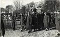 Herbegrafenis van zeven verzetsstrijders op Oud Eik en Duinen, Den Haag, 1945.jpg