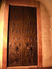 Hildesheim-Dom-Bernwardstuer 01