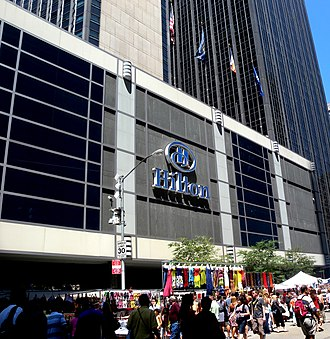 New York Hilton Midtown - Entrance to the New York Hilton Midtown