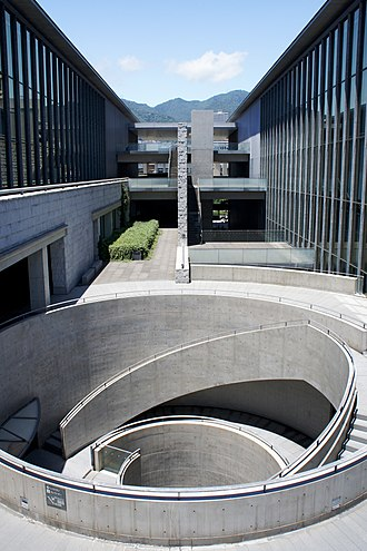 Japanese museums - Image: Hyogo prefectural museum of art 08s 3200