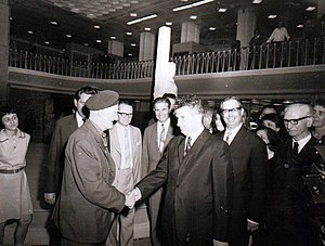 Gheorghe Cristescu - Cristescu meeting with Nicolae Ceauşescu in 1971, at the 50th anniversary of the creation of the Romanian Communist Party.