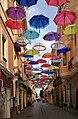 Iglesias, via matteotti 03 decorazione con ombrelli.jpg