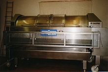 Le pressoir pneumatique servant au pressurage en 1998.