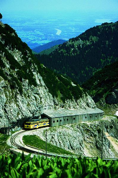 File:Inntalblick mit Zahnradbahn.tif