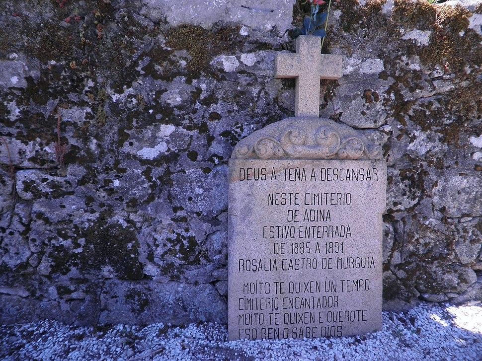 Inscripción na lápida de Rosalía de Castro en Iria Flavia.