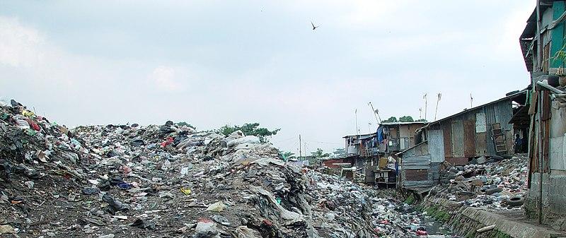 File:Jakarta slumlife30.JPG