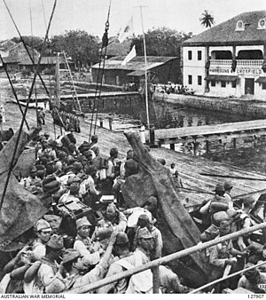 Battle of Borneo (1941–42) - Additional Japanese troops landing off the west coast of British North Borneo in Labuan, 14 January 1942.