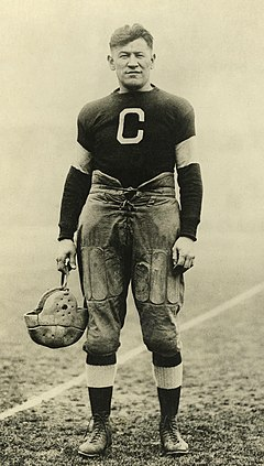 Jim Thorpe som back i Canton Bulldoggs (ca 1915–20).