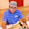 Johnny Bench signs autographs in May 2014.jpg