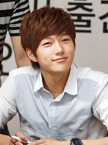 Kim Myung-soo at L's Bravo Viewtiful Fansigning Event 02.jpg