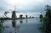 Windmühlen in Kinderdijk (Niederlande) zum Pumpen von Wasser
