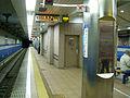 Kobe-subway-K01-Sannomiya-Hanadokeimae-station-platform.jpg