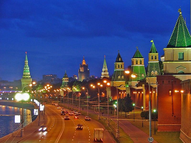 Krawatteneisbär fliegt nach Moskau