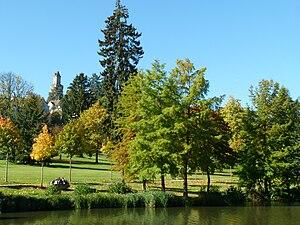 Kronberg im taunus, Viktoria Park: Blick vom Schillerweiher zur Burg
