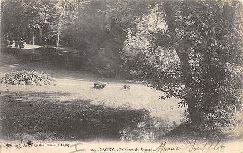 L2750 - Lagny-sur-Marne - Pelouses du square.jpg