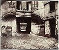 La cour du Dragon (Paris VIe) par Eugène Atget (1913).jpg