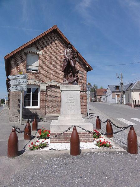 Landifay-et-Bertaignemont (Aisne) monument aux morts