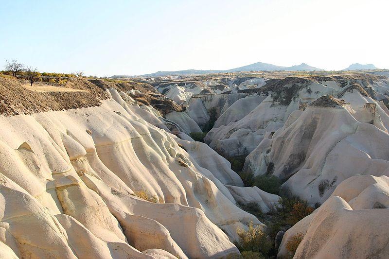 File:Landschaft bei Göreme 2 11 2004.jpg