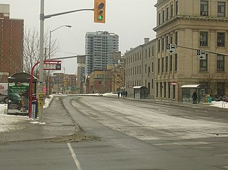 Laurier station (Ottawa) - Laurier Station, looking north on the Transitway