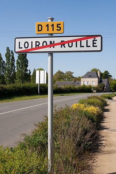 Sortie du bourg de Loiron-Ruillé par la D115.