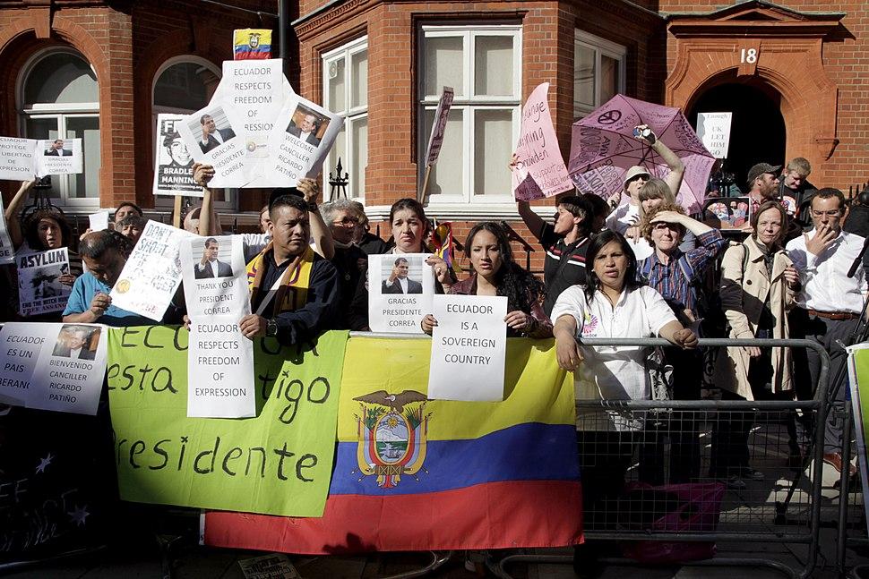 Londres, Reuni%C3%B3n con Julian Assange (9504697280)