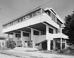 Rudolf Schindler's Lovell Beach House in Los Angeles, California (1926)