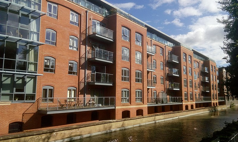 File:Lucy's flats on Oxford Canal, Oxford.jpg
