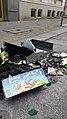 Müll und zusammengekehrte Brandreste aufgebrochene Kasse Kampstraße Hamburg 2017-07-07.jpg