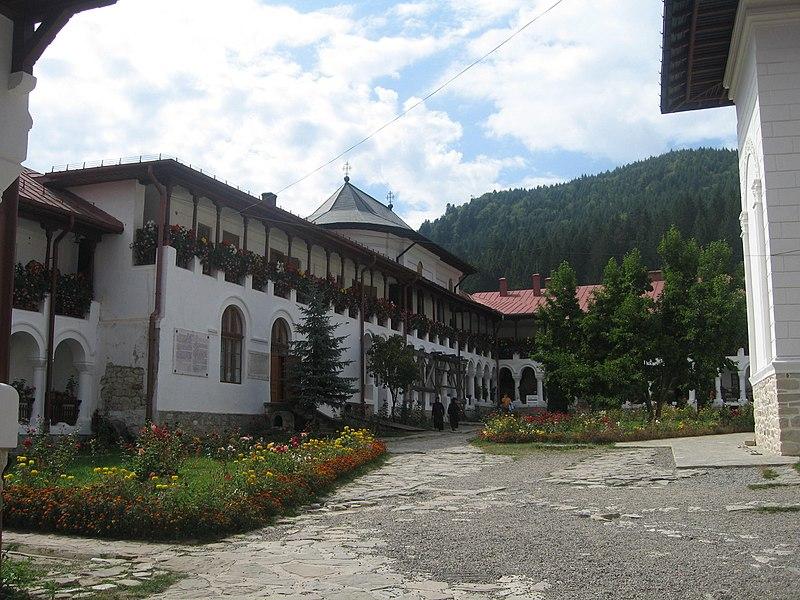 File:Mănăstirea Agapia25.jpg