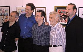 Les dessinateurs Robert Sikoryak (en), Danny Fingeroth (en), Arie Kaplan (en), Jerry Robinson et Eddy Friedfeld (en) au Museum of Comic and Cartoon Art en 2006