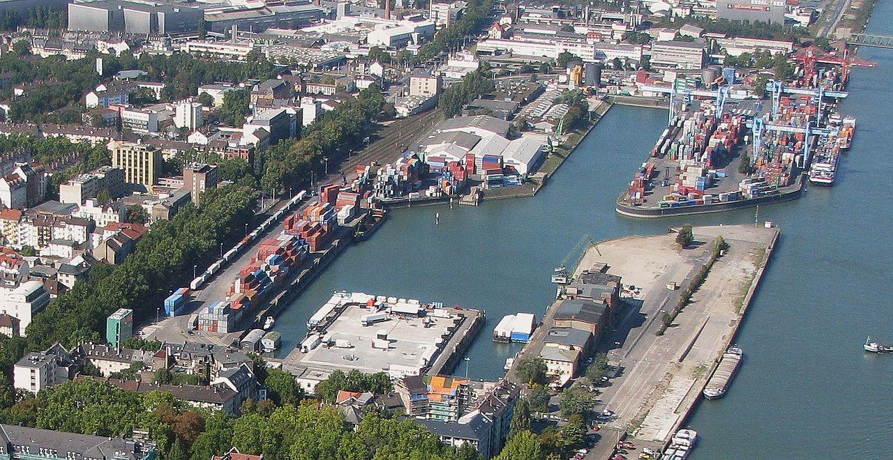 Der historische Zollhafen im Wandel zum modernen Container- und Binnenhafen; 2008