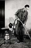Man aan het stofzuigen - Man hoovering (4398562998)