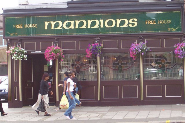 Mannions Free House - geograph.org.uk - 307824