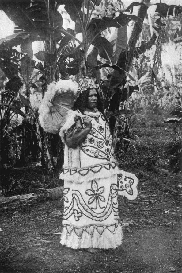 Marquesan chiefess in tapa garments with tapa parasol