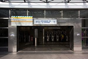 Esplanade de La Défense (Paris Métro) - Image: Metro L1 Esplanade IMG 5612