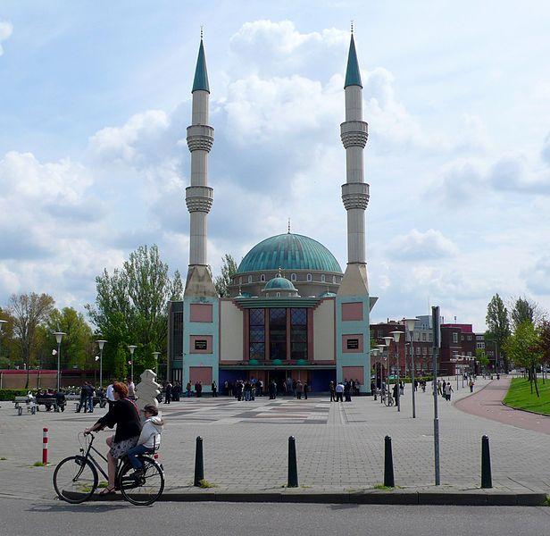 Правительство Нидерландов пока не может перекрыть зарубежное финансирование мечетей