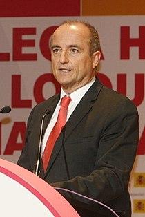 Miguel Sebastián, Ministro de Industria, Turismo y Comercio, en el Acto de Inauguración de FICOD 2010 02 (cropped).jpg