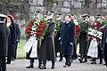 Ministru prezidents Valdis Dombrovskis piedalās svinīgajā vainagu nolikšanas ceremonijā Rīgas Brāļu kapos (8174997920).jpg