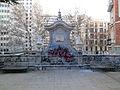 Monumento al doctor Ferrán - Escalinata 02.jpg