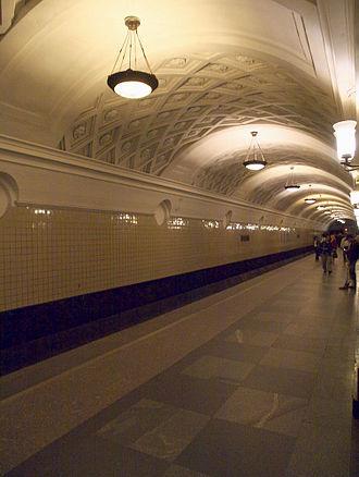 Kurskaya (Arbatsko–Pokrovskaya line) - Station platform of Kurskaya