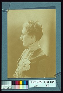 Myra Albert Wiggins, half-length profile portrait, facing left LCCN2004676326.jpg