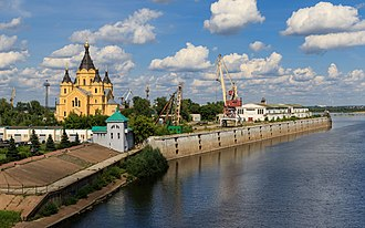 Alexander Nevsky Cathedral, Nizhny Novgorod - Image: NN Spit from Kanavinsky Bridge 08 2016