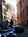 Narrow street in Roma, Italy - panoramio.jpg
