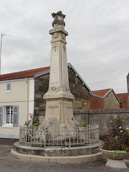 Neuville-sur-Ornain (Meuse) monument aux morts
