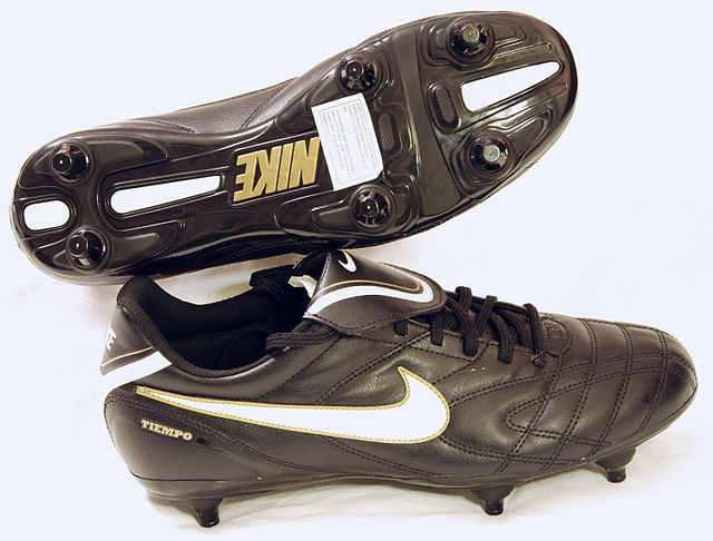 Nike Fussballschuhe mit Stollen, From WikimediaPhotos