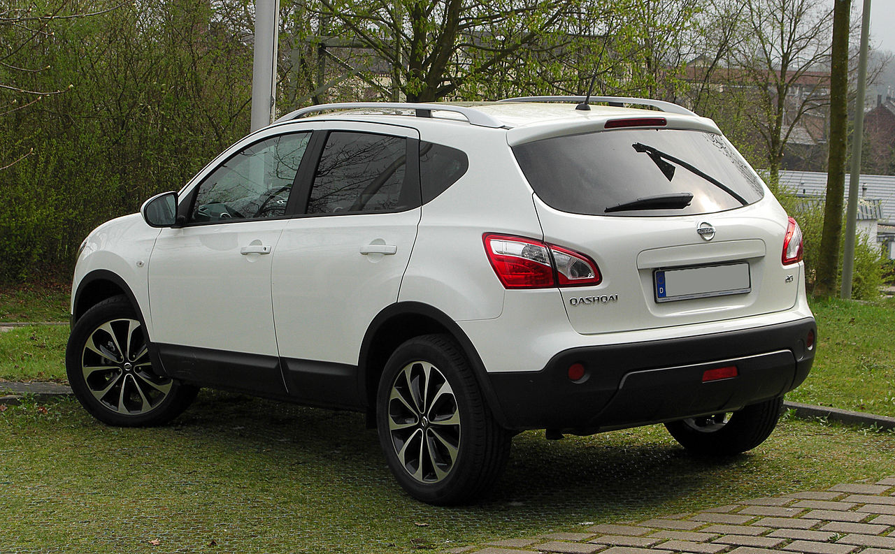 file nissan qashqai 2 0 dci tekna facelift heckansicht 3 april 2011 w. Black Bedroom Furniture Sets. Home Design Ideas