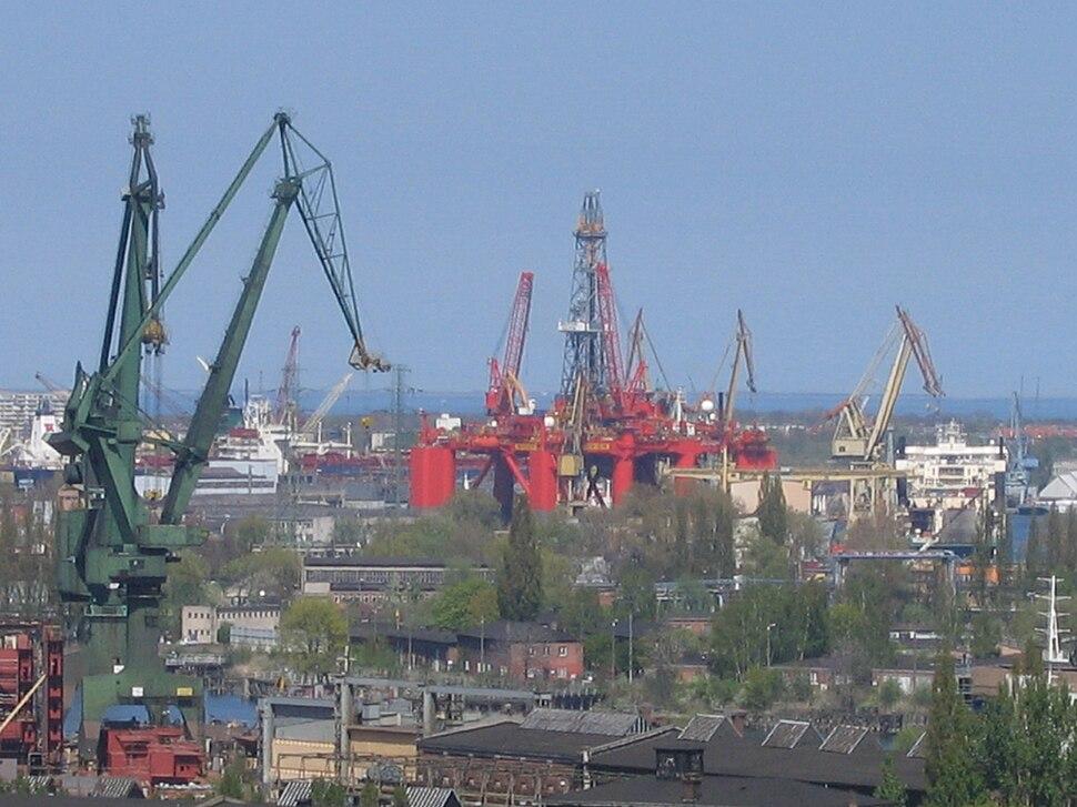 Oil platform under repair at Gdańsk Shipyard, Poland - 20070504