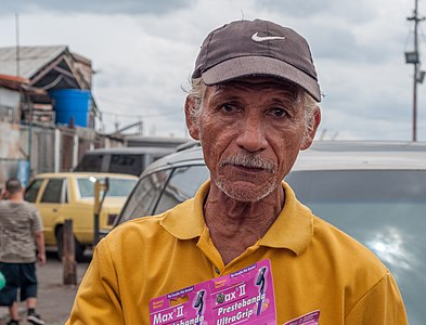 Old man razors seller
