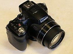 Panasonic Lumix DMC-FZ200 (1).jpg