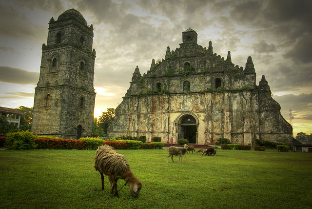 5th place: Paoay Church, by Leoviernes1